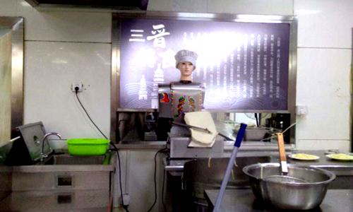 餐饮机器人走进武汉 彰显巨大应用优势